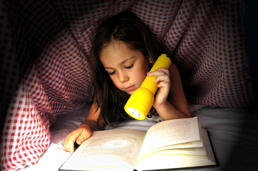 reading-girl-flashlight